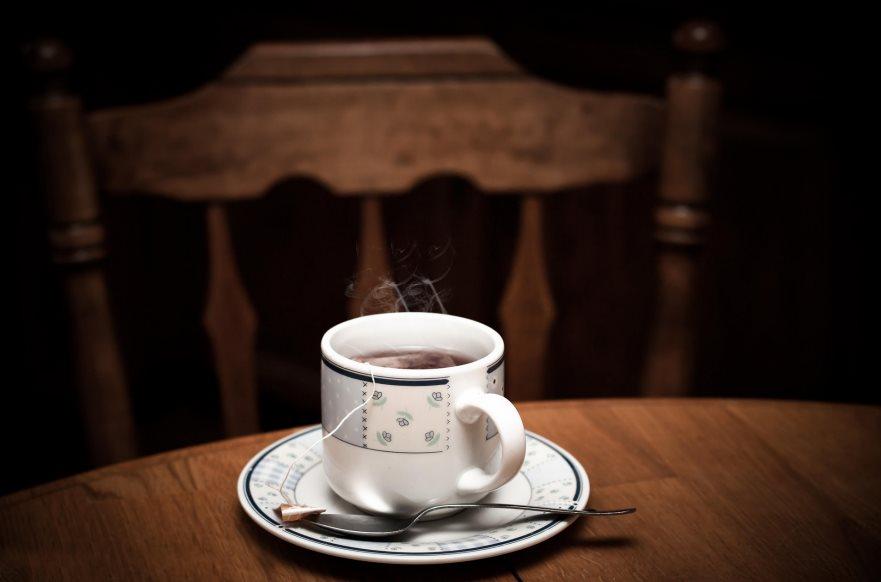 Jak parzyć herbatę – różne metody ze względu na gatunek suszu
