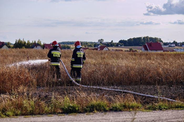 KWPSP Białystok:  Wypadek samochodu osobowego na drodze krajowej nr 63 w powiecie łomżyńskim